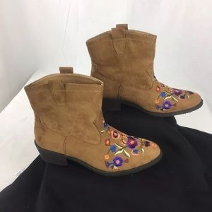 Mudd Shoes - Mudd Women's Western Brown  Suede Ankle Boots  9.5